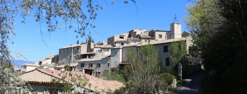 Vue sur village de Lurs